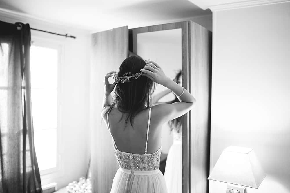 bride getting ready for paris elopement