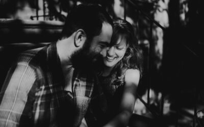 LAUREN AND TOM: AN INTIMATE ENGAGEMENT SHOOT AT HOME